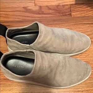Via Spiga suede slip on shoe. Casual.